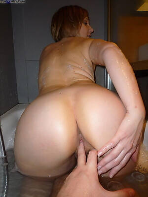 Real MILFs know how to suck cock